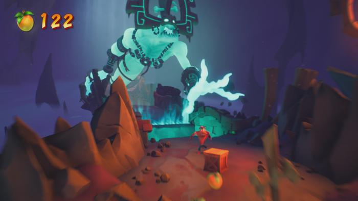 Crash wird von einem riesigen Monstergeist durch einen Level gejagt. (Bild: Activision/Screenshot: Golem.de)