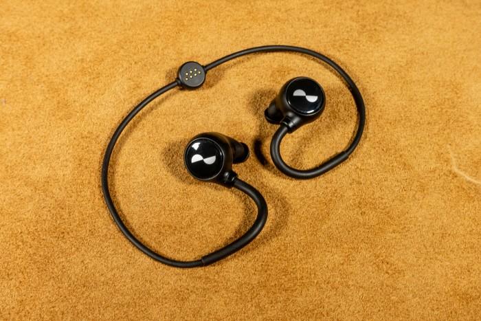 Die Nuraloop sind Nuras Bluetooth-Kopfhörer. (Bild: Tobias Költzsch/Golem.de)