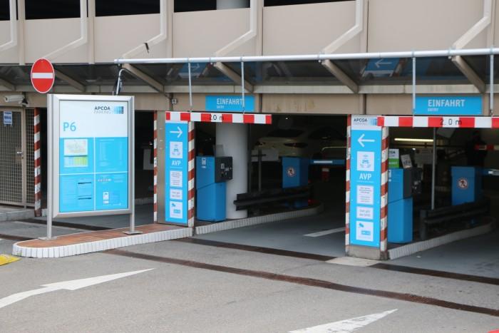 Im Parkhaus P6 am Stuttgarter Flughafen testen Daimler und Bosch das sogenannte Automated Valet Parking (AVP). (Foto: Friedhelm Greis/Golem.de)