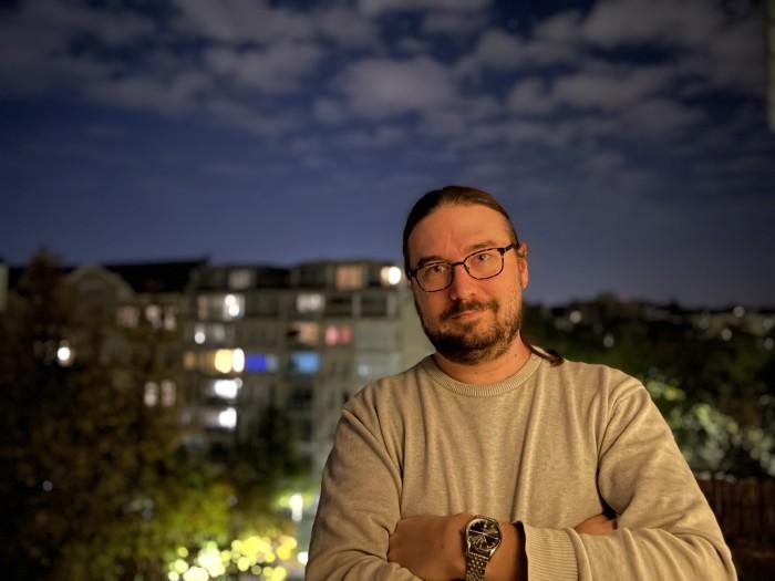 Der Nachtmodus funktioniert auch bei Porträts. (Bild: Tobias Költzsch/Golem.de)