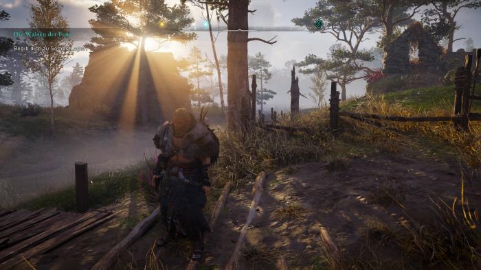 Die männliche Version von Eivor erkundet eine Sumpflandschaft. (Bild: Ubisoft/Screenshot: Golem.de)