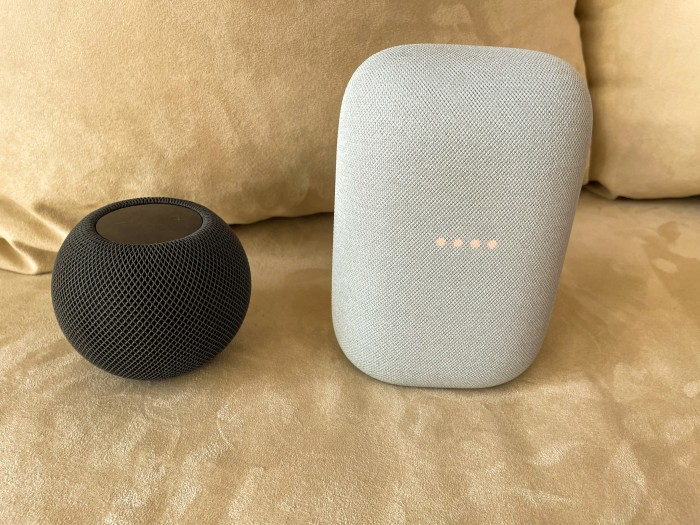 Der Homepod Mini zeigt nicht, wenn das Mikrofon deaktiviert ist. Beim Nest Audio wird ein abgeschaltetes Mikrofon angezeigt. (Bild: Ingo Pakalski/Golem.de)