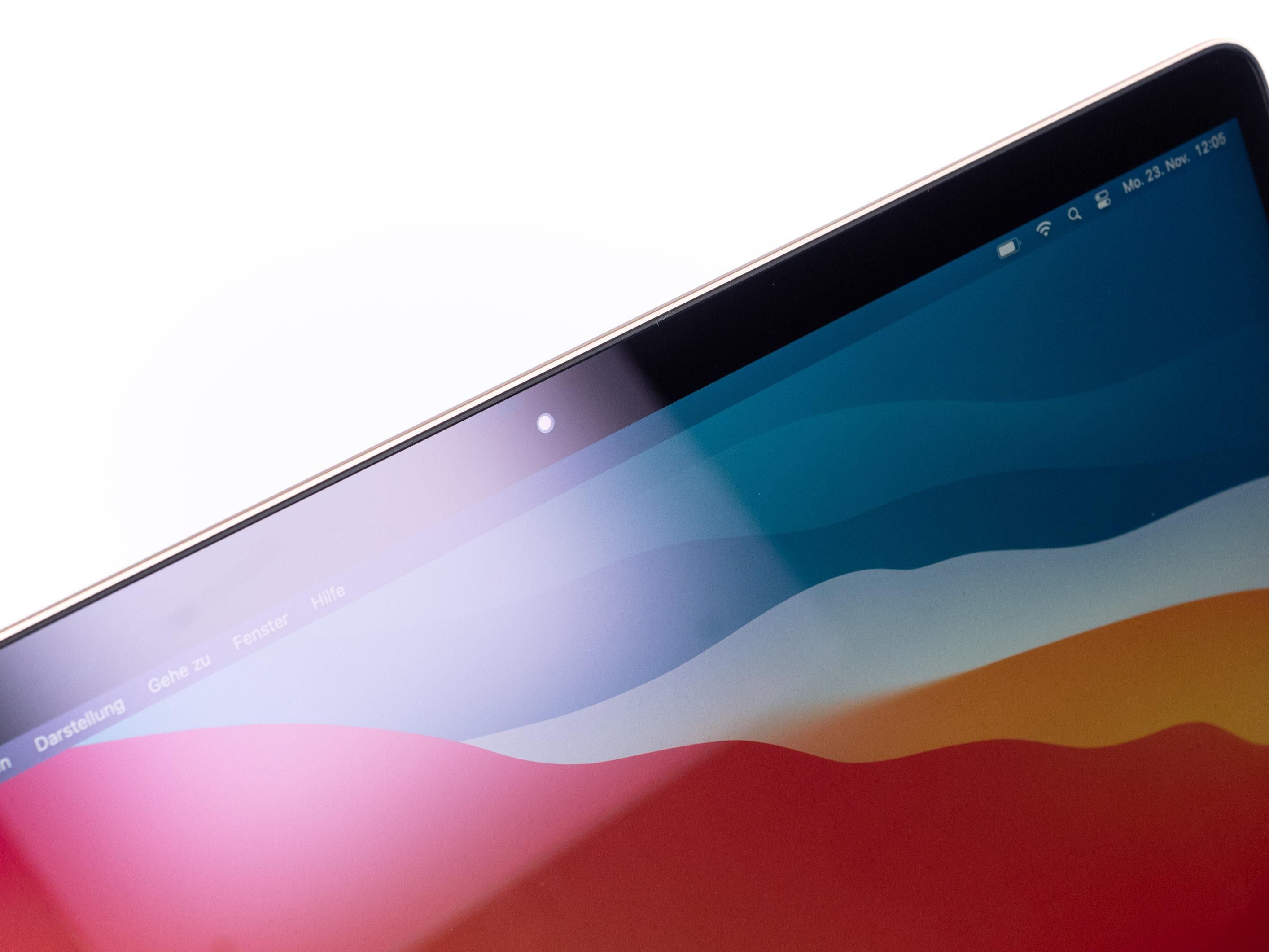Macbook Air mit Apple Silicon im Test: Das beste Macbook braucht kein Intel - Das Display ist zwar hell, spiegelt aber stark. (Bild: Martin Wolf/Golem.de)