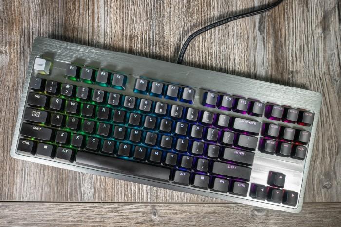 Die Everest von Mountain ist ohne Module eine sehr hochwertig verarbeitete Tenkeyless-Tastatur ohne Nummernblock. (Bild: Tobias Költzsch/Golem.de)