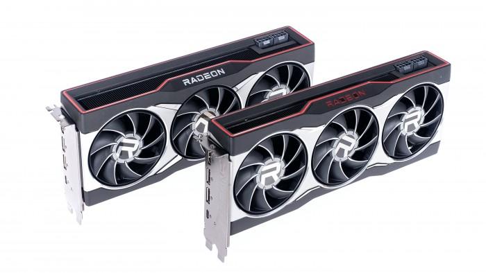 Hinten die Radeon RX 6800 XT,  vorne die Radeon RX 6800 (Bild: Golem.de)