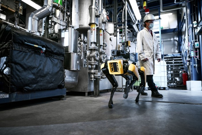 Spot im Einsatz bei Merck (Bild: Stefan Daub/Energy Robotics)