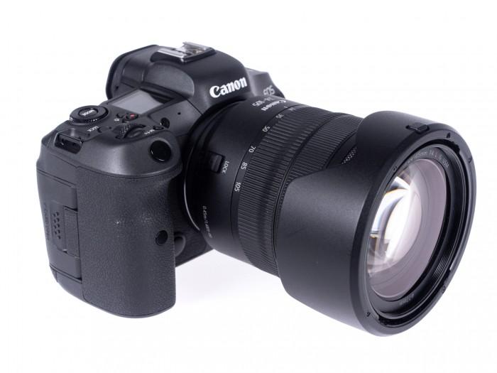Die Kamera wirkt zierlicher als eine DLSR. (Bild: Martin Wolf/Golem.de)