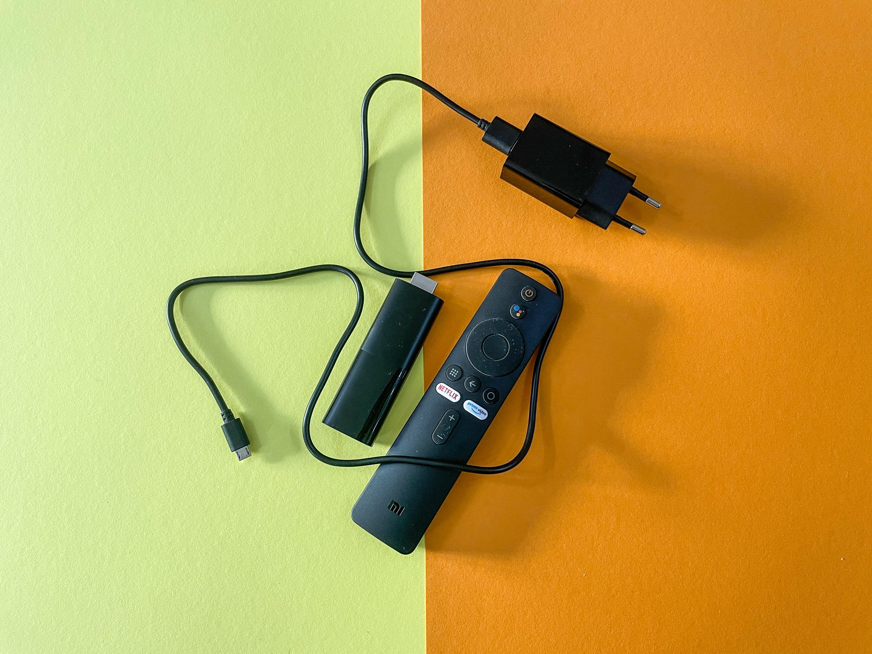 Android-TV-Geräte im Vergleichstest: Nokia-Box begeistert, Xiaomi-Stick enttäuscht - Das Kabel des Netzteils beim Mi TV Stick ist sehr kurz. (Bild: Ingo Pakalski/Golem.de)