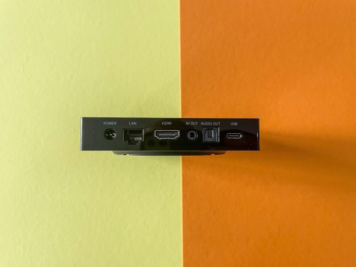 Rückseite der Streaming Box 8000 mit vielen Anschlüssen (Bild: Ingo Pakalski/Golem.de)