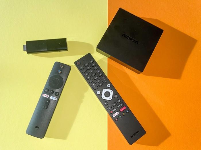 Links der Mi TV Stick von Xiaomi, daneben die Streaming Box 8000 von Nokia (Bild: Ingo Pakalski/Golem.de)