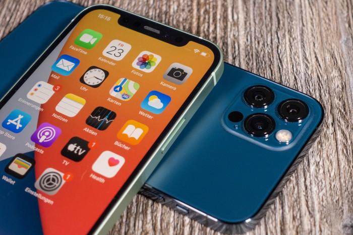 Das iPhone 12 von Apple (Bild: Tobias Költzsch/Golem.de)