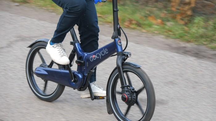 Das Gocycle fährt sich fast so bequem wie ein großes Pedelec. (Bild: Martin Wolf / Golem.de)