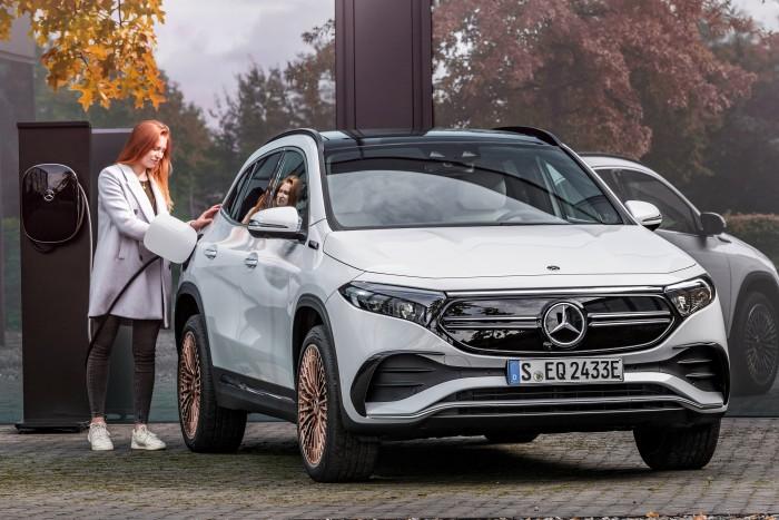 Der Mercedese-Benz EQA kommt zum Einstiegspreis von rund 47.500 Euro vor Abzug der Kaufprämie auf den Markt. (Foto: Mercedes-Benz)
