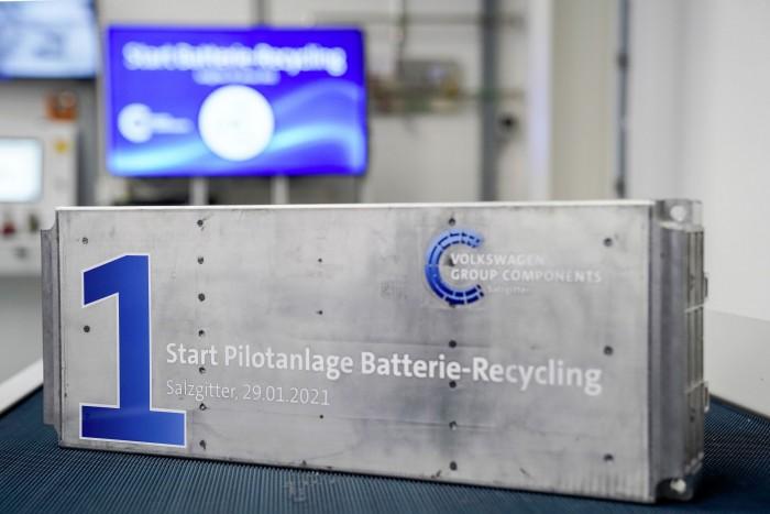 Am 29. Januar 2021 hat VW eine Pilotanlage für das Akku-Recycling in Betrieb genommen. (Bild: VW)