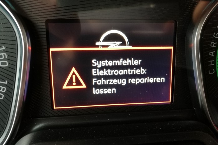 Warnhinweise, die man nicht so gerne sieht. (Foto: Friedhelm Greis/Golem.de)