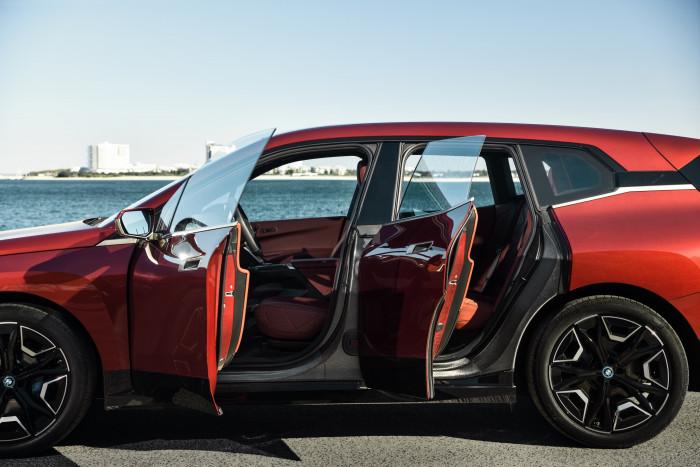 BMW iX xDrive40 (Bild: BMW)