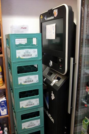 Der Bitcoin-Automat im Kiosk ist defekt und wird nicht mehr ersetzt, da er kaum benutzt wurde. (Bild: Jörg Thoma)