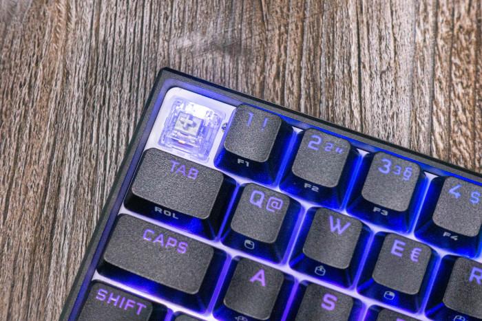 In unserem Testgerät kommen Cherry MX Silver zum Einsatz. (Bild: Tobias Költzsch/Golem.de)