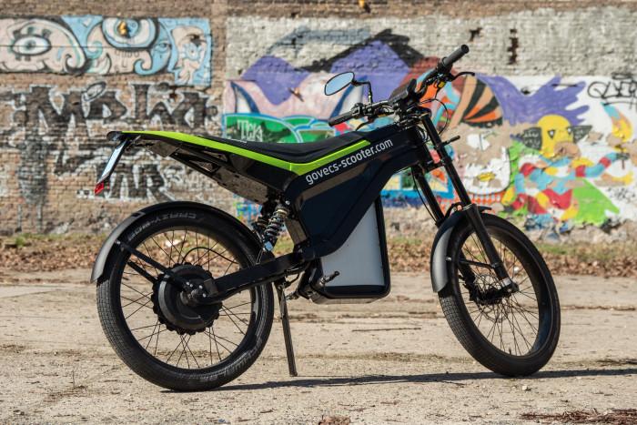 Das Elmoto Loop ist ein nur 59 Kilogramm schweres E-Moped der Klasse L1e. (Bild: Martin Wolf/Golem.de)