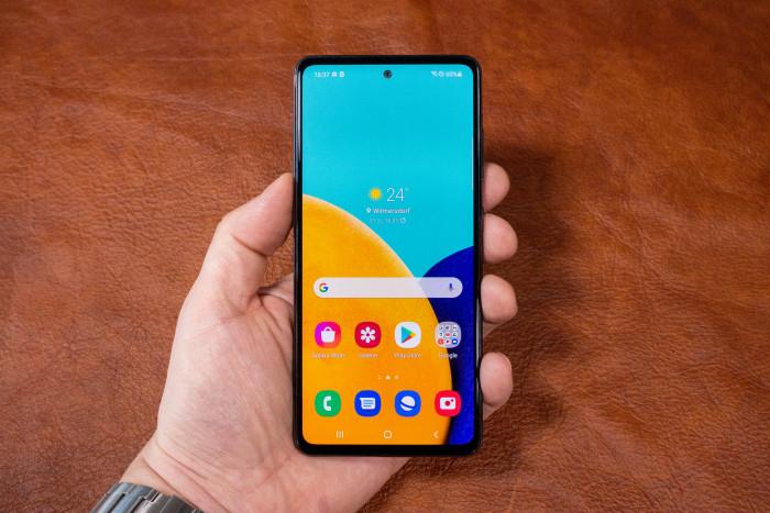 Das Galaxy A52 5G von Samsung (Bild: Tobias Költzsch/Golem.de)