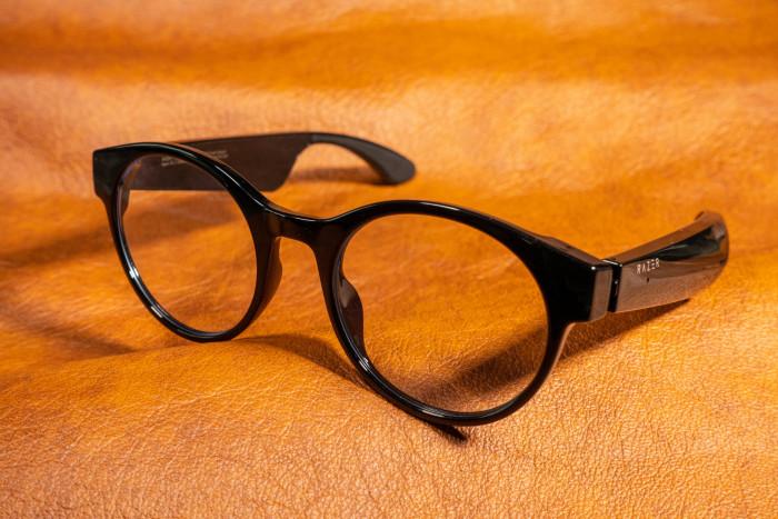 Razer hat mit der Anzu eine Brille vorgestellt, die Nutzer vor blauem Licht schützen soll. (Bild: Tobias Költzsch/Golem.de)