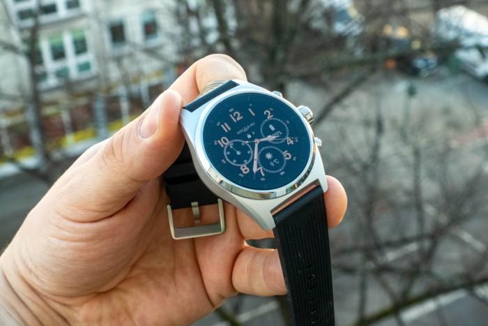 Die Montblanc Summit Lite ist eine 43 mm breite Smartwatch. (Bild: Tobias Költzsch/Golem.de)