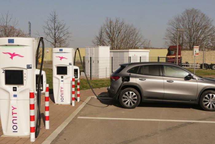 Per Gleichstrom lädt der EQA mit bis zu 100 Kilowatt. (Foto: Friedhelm Greis/Golem.de)