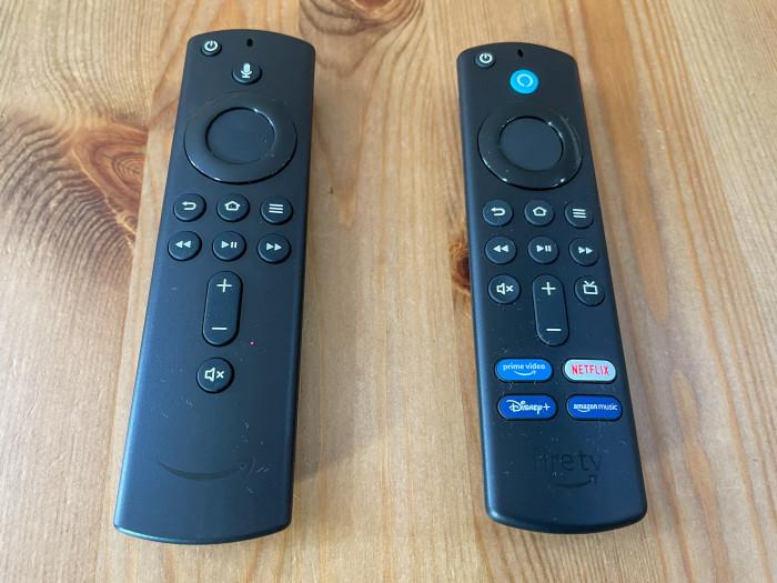 Links die Fire-TV-Fernbedienung der dritten Generation, rechts daneben die Fire-TV-Fernbedienung der vierten Generation (Bild: Ingo Pakalski/Golem.de)