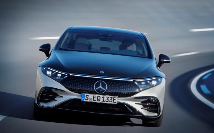 Der EQS soll mit einem cw-Wert von 0,2 das aerodynamischste Serienauto der Welt sein. (Fotos: Mercedes-Benz)