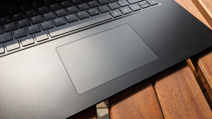 Das Trackpad könnte beim 15-Zoll-Modell größer sein.