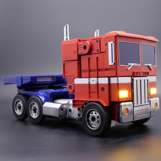 Transformers Optimus Prime Auto-Converting Programmable Advanced Robot -- Collector's Edition (Bild: Robosen)
