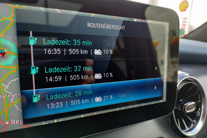 Das System Electric Intelligence berechnet die Route mit allen Ladestationen. (Foto: Friedhelm Greis/Golem.de)