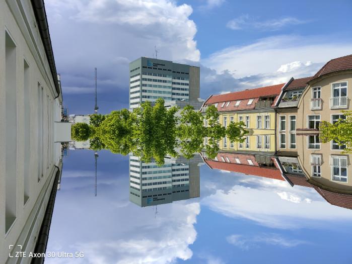 Die Kamera-App ermöglich auch Spielereien wie gespiegelte Aufnahmen. (Bild: Tobias Költzsch/Golem.de)
