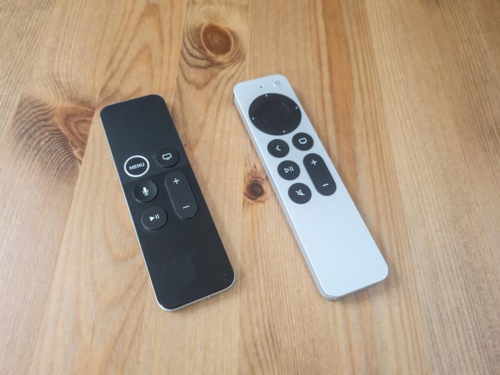 Links die alte Siri-Fernbedienung und rechts daneben die neue Siri-Fernbedienung (Bild: Ingo Pakalski/Golem.de)