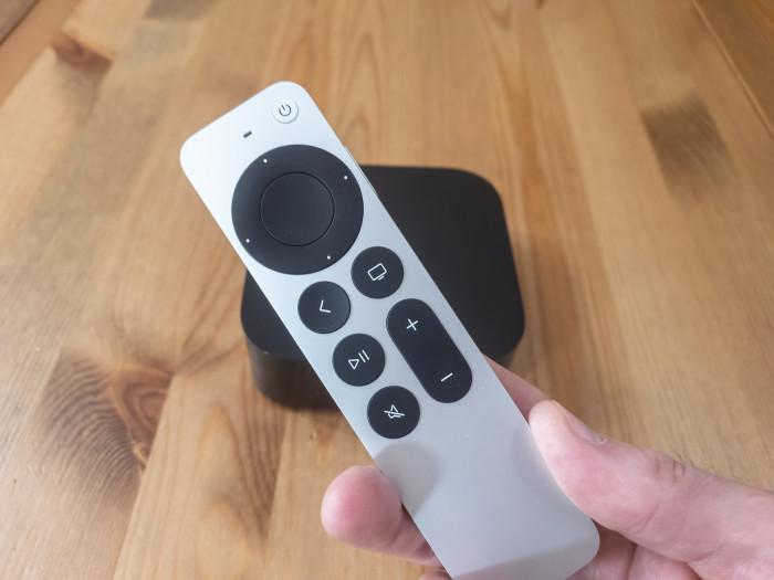 Apple TV 4K (2021) mit der neuen Siri-Fernbedienung (Bild: Ingo Pakalski/Golem.de)