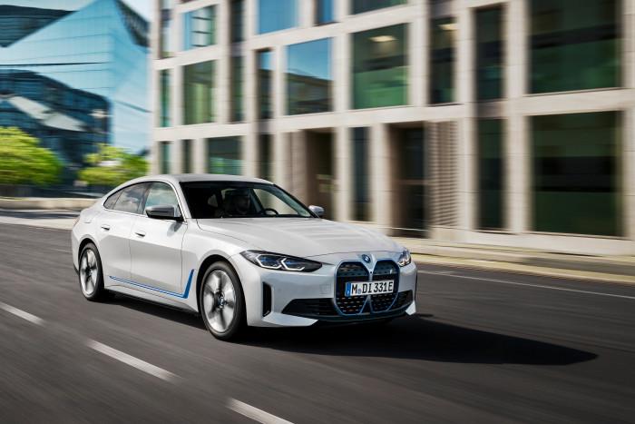Der BMW i4 ist eine Schräghecklimousine mit bis zu 400 kW Leistung in der Version M50. (Foto: BMW)