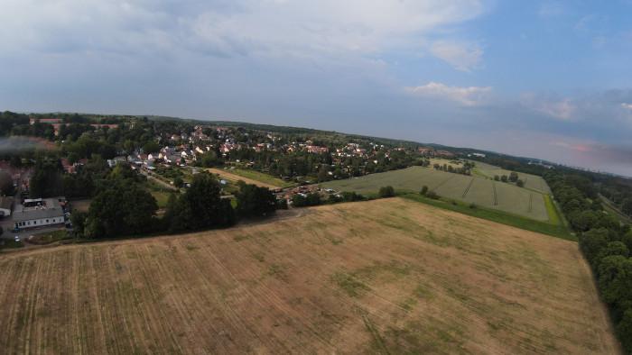 Die DJI FPV kann lediglich .jpgs fotografieren, die Auflösung beträgt 8 Megapixel. (Bild: Martin Wolf / Golem.de)