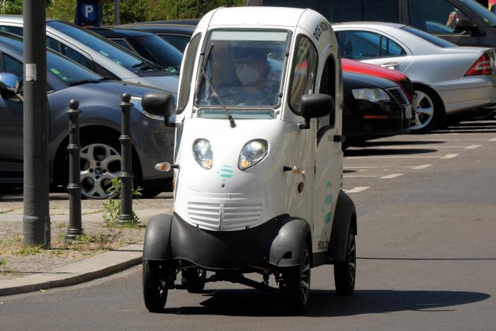 Das Schweizer Startup Enuu bietet seit Mai 2021 seine Carsharing-Fahrzeuge in Berlin an. (Foto: Martin Wolf/Golem.de)