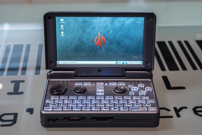 Die Pyra ist ein taschenfreundlicher Linux-Rechner. (Bild: Martin Wolf/Golem.de)