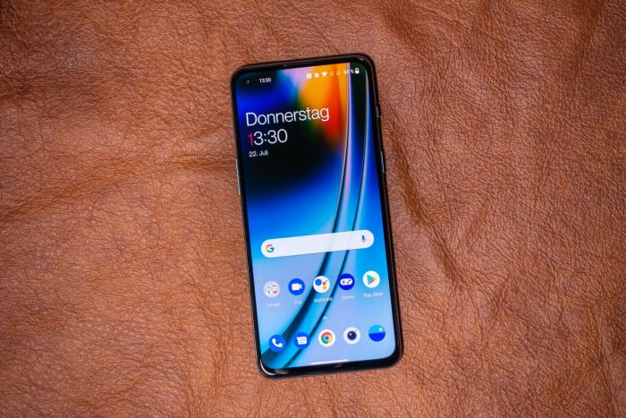 Das Oneplus Nord 2 ist das neue Mittelklasse-Smartphone von Oneplus. (Bild: Tobias Költzsch/Golem.de)