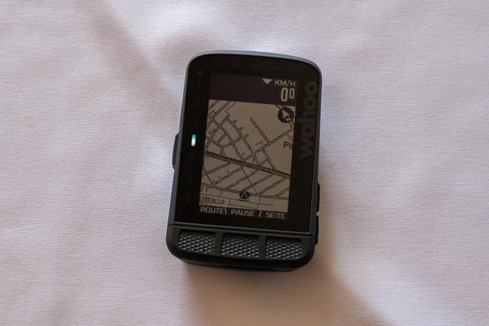 Der Bildschirm des Wahoo Elemnt Roam verfügt über kein Touch. (Bild: P. Steinlechner/Golem.de)