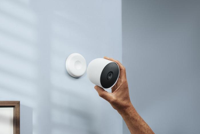 Die neue Nest Cam mit Akku lässt sich auch in Innenräumen verwenden. (Bild: Google)