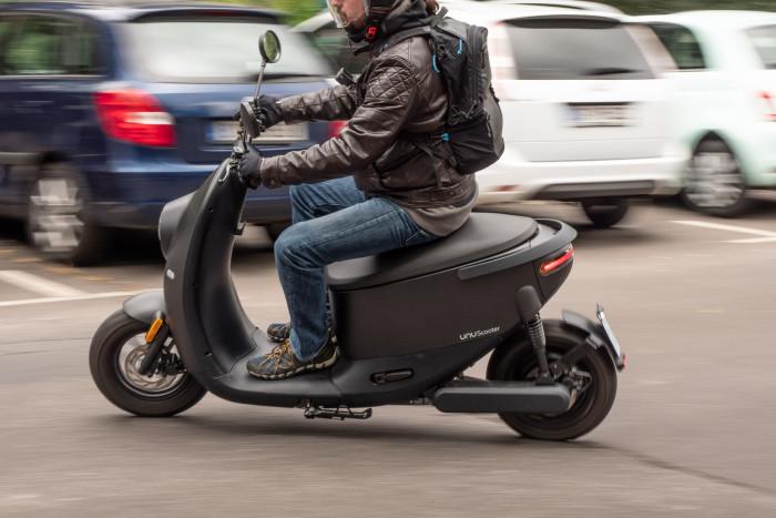 Der Unu Scooter ist ein relativ leichtes Elektro-Moped mit einer Höchstgeschwindigkeit von 45 km/h. (Bild: Martin Wolf/Golem.de)