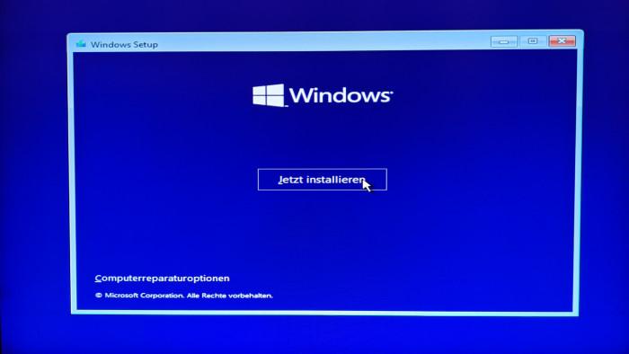 Wir installieren zunächst Windows 11 auf normale Weise. (Bild: Oliver Nickel/Golem.de)