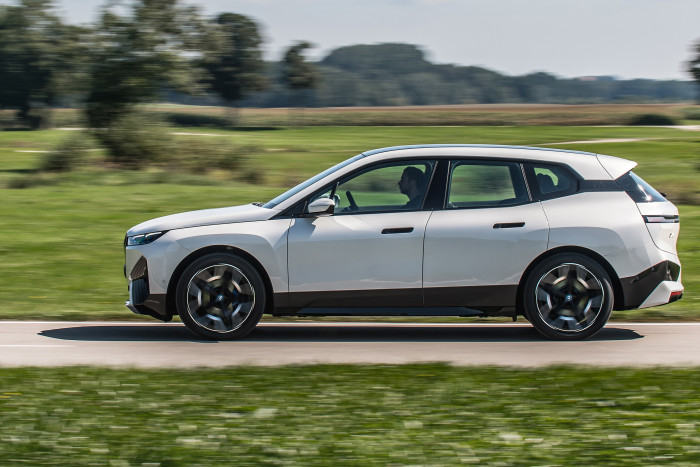 Der BMW iX ist das erste vollelektrische SUV des Münchner Autoherstellers. (Foto: BMW)