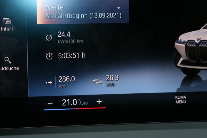 Der Stromverbrauch auf der Testfahrt lag bei 24,4 kWh/100 km. Das ergibt eine Reichweite beim iDrive50 von etwa 400 Kilometern. (Foto: Friedhelm Greis/Golem.de)