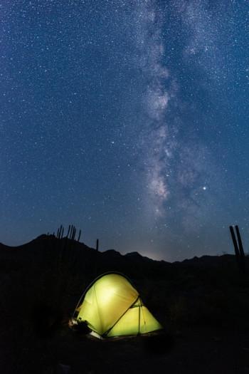 Südlich auf der Erde ist mehr von der Milchstraße zu sehen. (Bild: Jens-Uwe Walter)