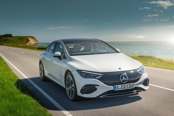 Der EQE ist der zweite Pkw von Mercedes-Benz auf Basis der Elektroautoplattform EVA. (Foto: Daimler)