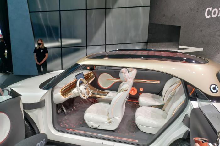 Der Smart Concept #1 soll mit seinem großen Radstand viel Platz für die vier Passagiere bieten. (Foto: Friedhelm Greis/Golem.de)