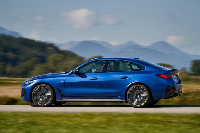 Der BMW i4 ist ein vollelektrisches Gran Coupé, das auf einer gemeinsamen Verbrennerplattform basiert. (Foto: BMW)